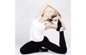 体幹トレーニング中の女性